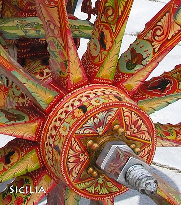 Sicily Carnival - carretas pintadas como en  Costa Rica.