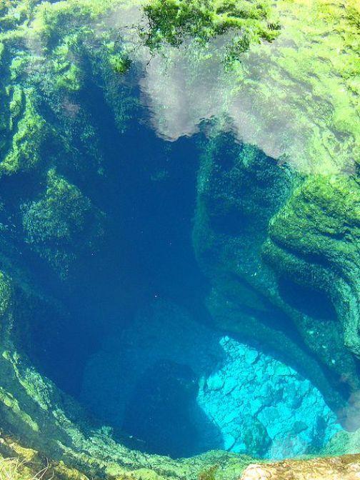 Vista aérea do poço de Jacó (Austin) cavernas subaquáticas no Texas -  USA