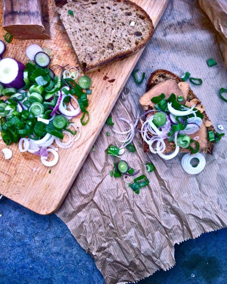 bottarga with fresh spring onion and naturally fermented zafferano-polenta bread #sicily #fresh #bottarga #SpringOnion #zafferano #polenta #bread