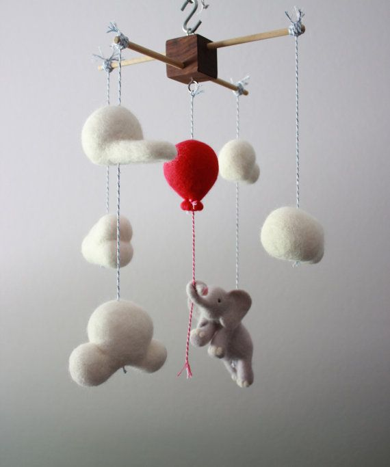 Up, Up and Away MerleyBird aiguille feutrée éléphant et ballon chambre de bébé Mobile