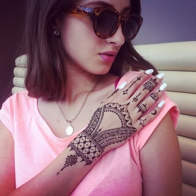 Unique mehndi design for hand by veronicalilu