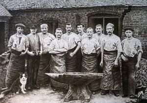 Peter Wright Vintage Solid Wrought Blacksmiths Anvils sell anvils swage blocks blacksmiths tools and equipment to users craftspeople and collectors worldwide