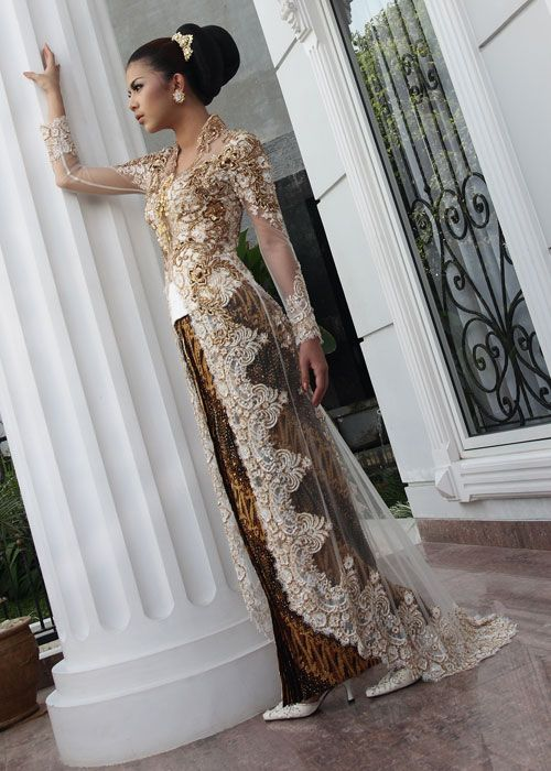 Gorg long kebaya. Love the lace.