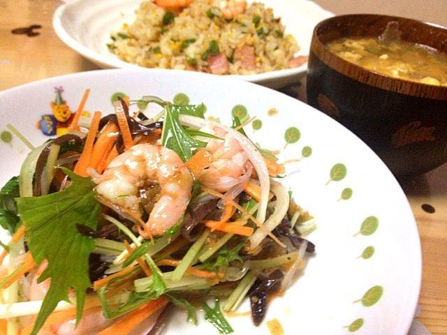 しゅうさんのサラダを作ろうと思ったけど、イカが無かったから昨日の残りのエビで( ̄▽ ̄) - 119件のもぐもぐ - エビと水菜とキクラゲのピリ辛サラダ by pep