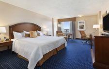 Superior King Room - Coast Plaza Hotel and Conference Centre Calgary