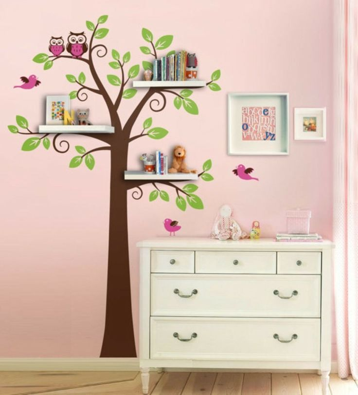 idee f r das baum wandtattoo im kinderzimmer die ste als regal verwenden berraschung. Black Bedroom Furniture Sets. Home Design Ideas