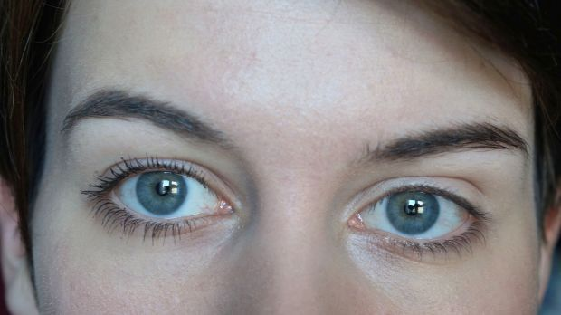 Compare: NYX Doll Eye Mascara is on the left eye.