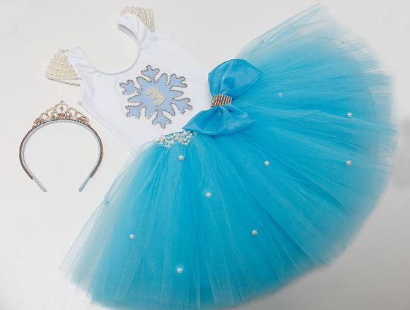 """Conjunto composto de:  Saia bordada  Collant tema """"Frozen""""  Faixa ou tiara (a combinar)  Sapatilha com laço."""