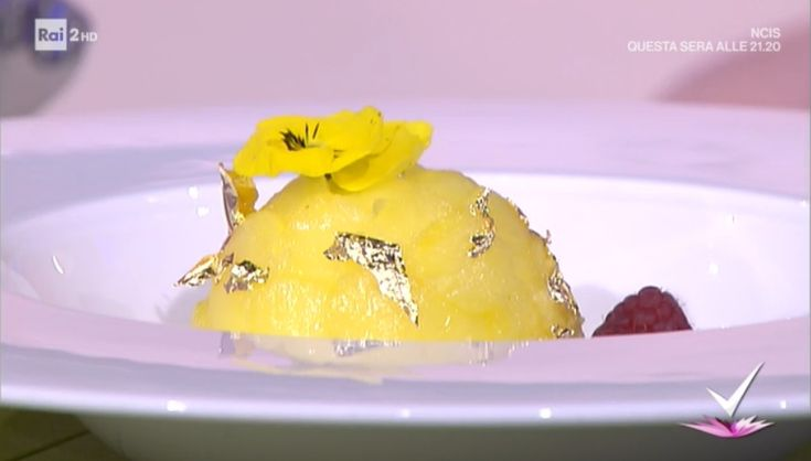 """""""Detto Fatto"""": la ricetta della mimosa alle mandorle di Stefano Ciotti del 7 marzo 2018. Un dolce monoporzione goloso e raffinato."""