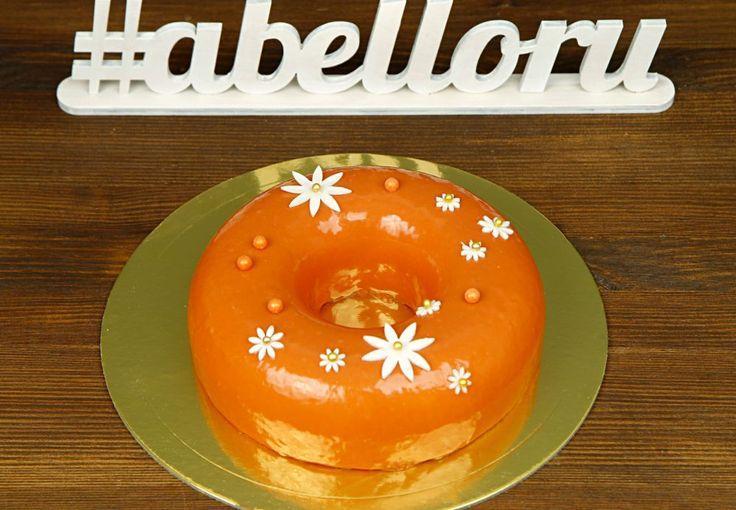 """Торт """"Оранжевое настроение""""  Торт «Оранжевое настроение» символизирует счастье и улыбку, которые Вы желаете своим родным☺️ Несомненно, настроение гостей на празднике будет на высоте, так как торт не только очень красивый, но и еще и вкусный😏  С радостью изготовим #тортнапраздник весом 1 кг всего за 2150₽.  Специалисты @abello.ru всегда рады помочь с выбором потрясающего и натурального десерта по единому номеру: +7(495)565-3838 Телефон/WhatsApp/Viber. Так же в помощь наш сайт www.abello.ru с…"""