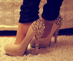 .: Shoes, Fashion, Style, Studs Heels, Clothing, Nudes Heels, Pumps, Spikes Heels, High Heels