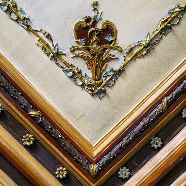 Воронцовский переулок, 4. Доходный дом Г. Рафаловича. Угловая лепная деталь потолка