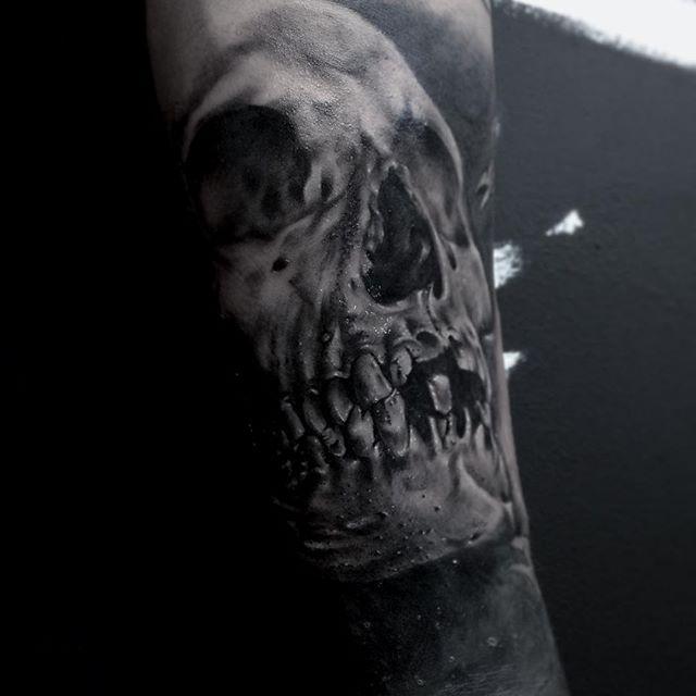 Tattoo Art By 9.oat   https://www.instagram.com/ninneoat/ Another skull... My favorite theme!!! #tattoo #tattoos #tattooed #tattooart #tattooist #tattooartist #tattooskull #skull #skulls #skulltattoo #realism #realistictattoo #realistic #blackwork #blackandgrey #darkartists #darkart #sinsnsigns #sinsandsigns #sunskin #revolutionneedles #stixistattoosupplies @sinsnsigns @stixistattoosupplies @sunskintattoo @revolutionneedles @tattooideas247 @darkartists