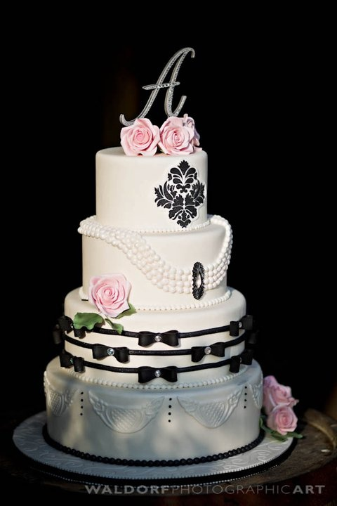 Breakfast at Tiffany's wedding cake!  by Perfect Endings.