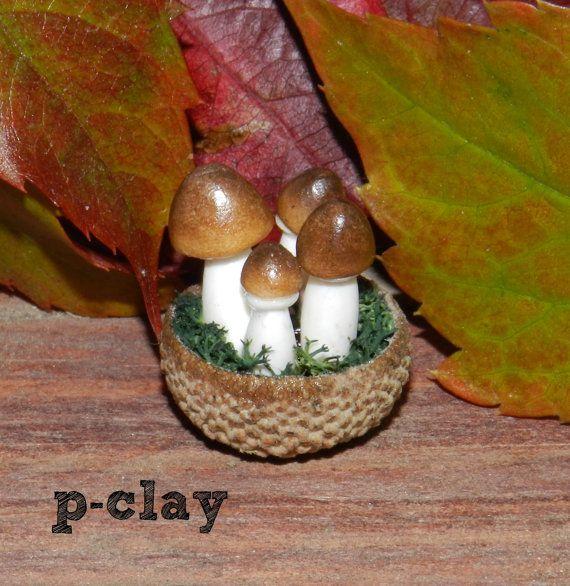 Bowls (shell acorn) with 4 mushrooms (Boletus edulis / Porcini) made in polymer clay by pclayplay. Cuenco (cáscara de bellota) con 4 setas (Boletus) realizadas en arcilla polimérica. 1:12