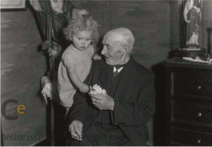 Peter (Pietje) van den Broek: oudste inwoner van Eindhoven, ter gelegenheid van zijn 100ste verjaardag, 22-11-1936 - Fotopersbureau Het Zuiden (fotograaf)