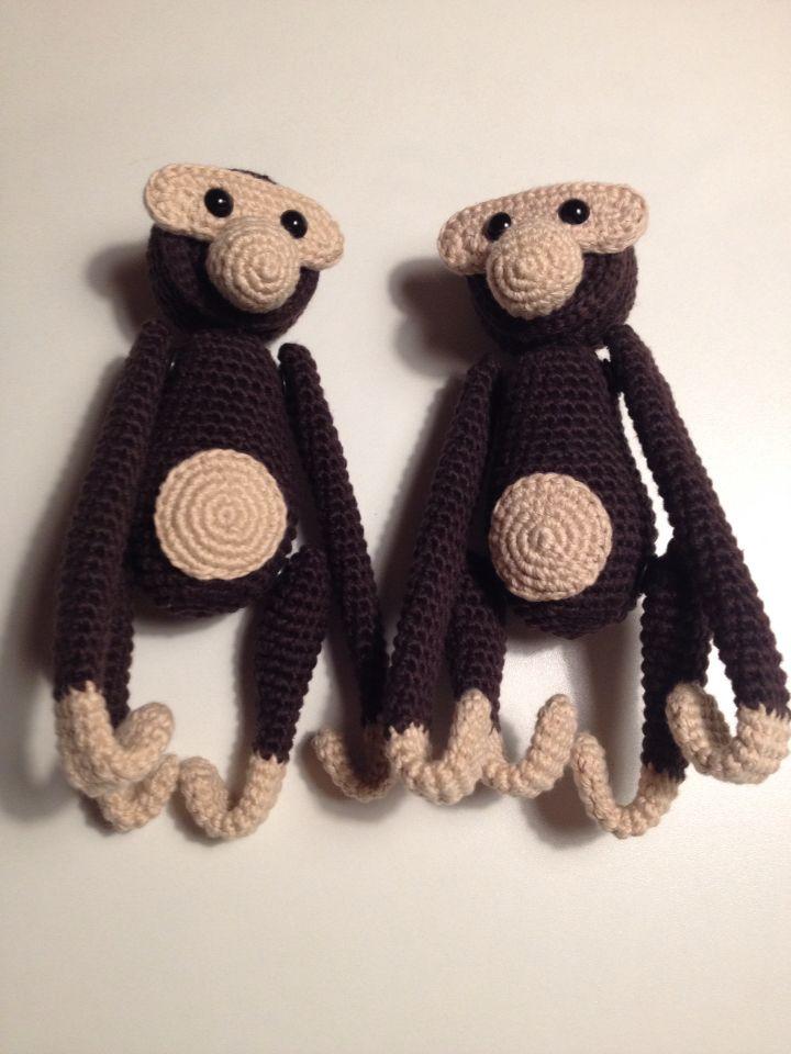 To tvillinger i mørk brun