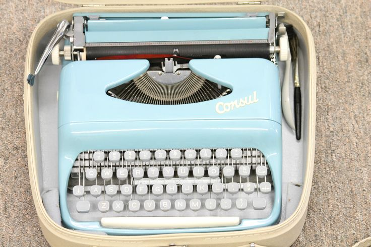 Vintage Consul Baby Blue Portable Typewriter Condition W Original Carrying Case | eBay