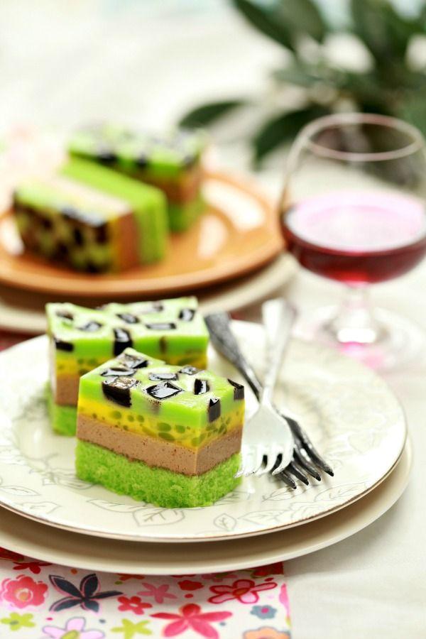 Puding kek, telah menjadi satu trend dewasa ini. Puding yang di lapisi dengan lapisan kek lebih di gemari kerana bukan sahaja enak malaha...