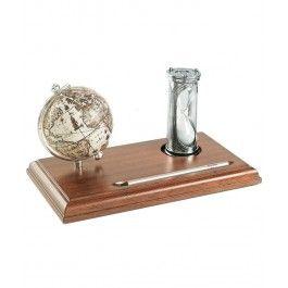 Globul de birou si clepsidra pe suport mahon, cel mai inspirat cadou de 8 Martie pentru femeia varsator