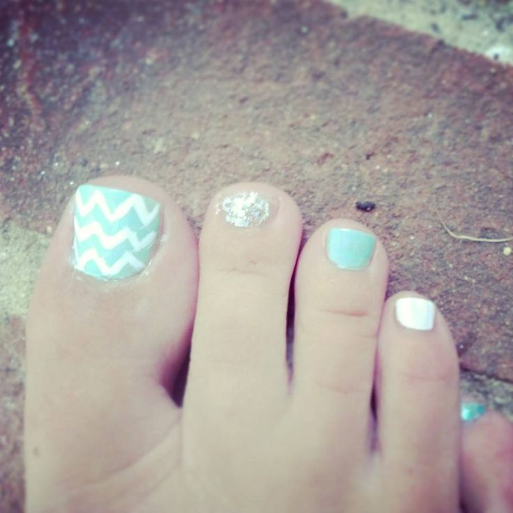 Chevron Toes DIY - would do this but all other toes stay solid blue! Love