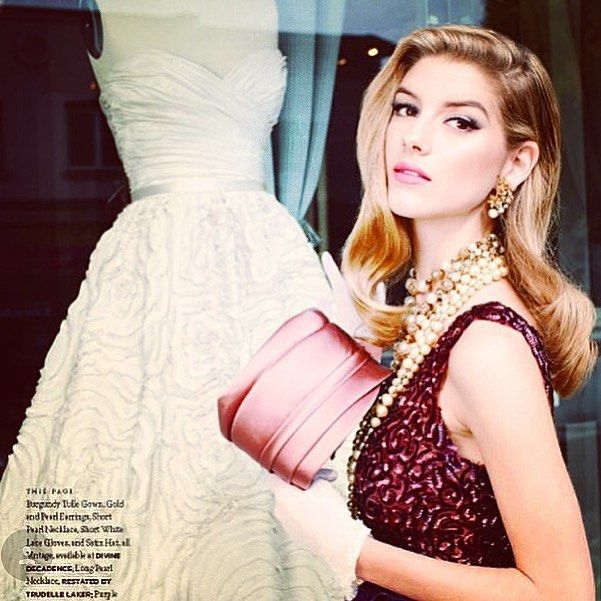 Old Hollywood Glamour�� #vintage #50s #glamour #beauty #oldhollywood #veronicalake #eyeliner #beautyarchives #style #bridalstyle #modernbride #pretty #makeup #makeupartist @babarkhan__  @wedluxe @jackiegideonbeauty http://ameritrustshield.com/ipost/1556028819322902229/?code=BWYH_eMAxbV