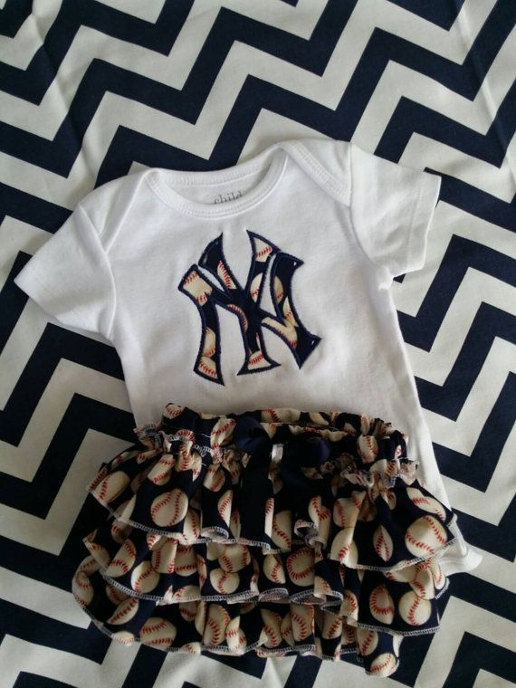 Baby girl New York Yankee outfit/ Yankee by darlingdivacreations