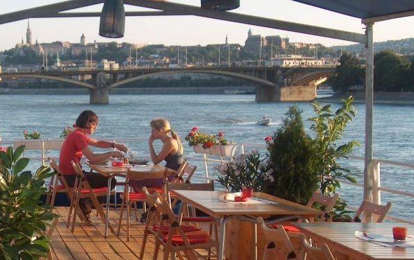 Boathotel Fortuna a Budapest, dormire sulle rive del Danubio costa appena 12€ a notte