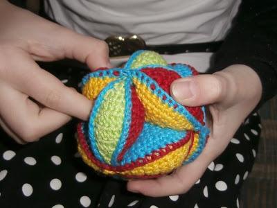 knutsel-mam: Een leuke puzzel-bal..