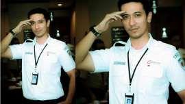 Setelah heboh polisi ganteng bernama Saeful Bahri dari Polrestabes Bandung, giliran petugas Kereta Api Commuter Line Jabodetabek bernama Yudi Ramdhan yang kini jadi obrolan haum Hawa di berbagai media sosial. Baca beritanya di http://on-msn.com/1vPeLWy