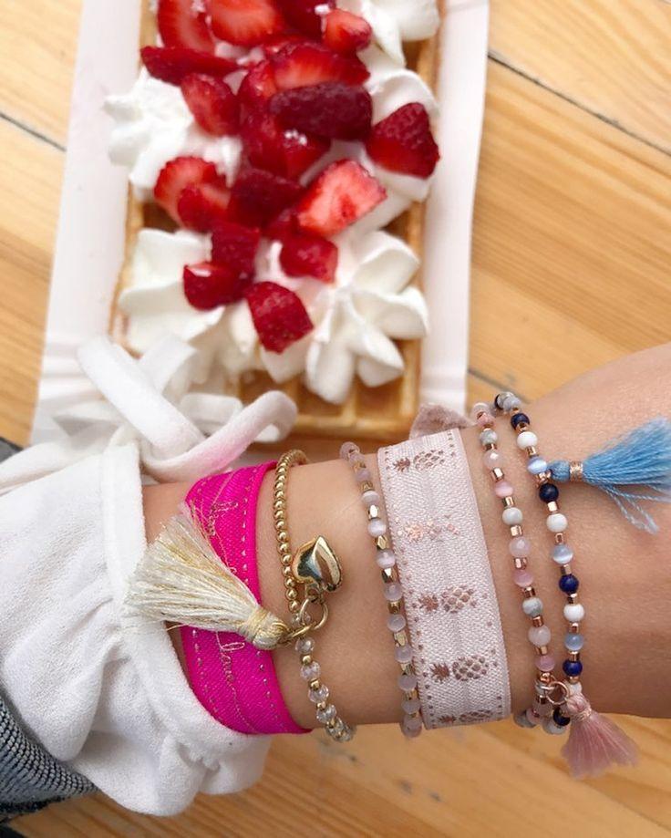 """Polubienia: 68, komentarze: 4 – Anna Dziubek (@annadziubek_bydziubeka) na Instagramie: """"Tradycji stało się zadość 🍦🍭😜 #gofry #instafood #sweet #jewelry #bydziubeka #bracelets #summer…"""""""