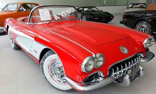 Modelos clássicos podem superar o preço de carros de luxo zero quilômetro. Antigos brasileiros também são bastante valorizados