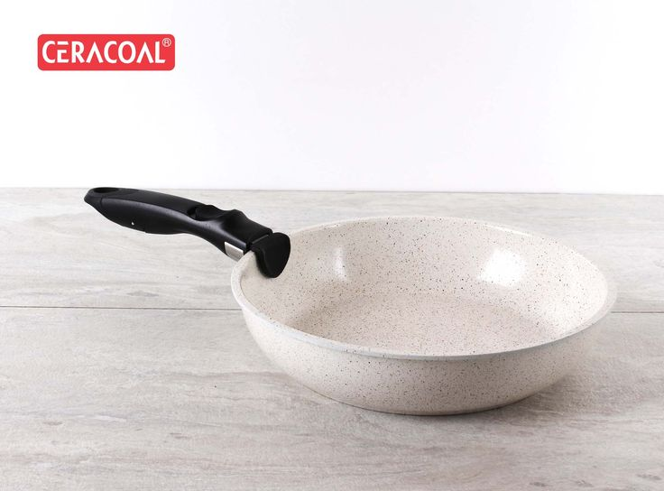 CERACOAL - Practical and multi-functional pan with an ergonomic detachable handle. From oven to table to everywhere.