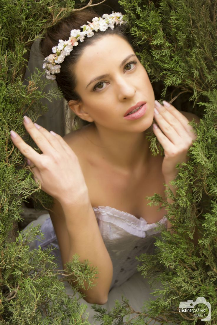 #Novia #Bride #Wife #White #Blanco #corona #flores #verde #green #model #corse