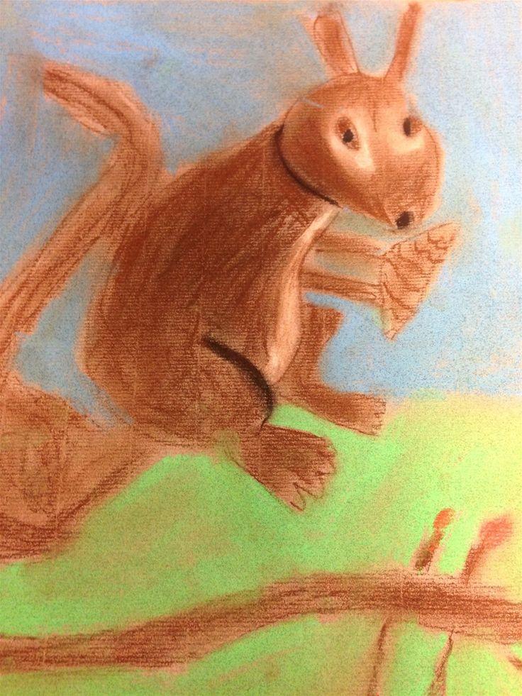 """Kuvis ja askartelu - www.opeope.fi. """"Makeasti oravainen"""" toteutettiin kananmunan muodon, s-kirjaimen ja numeron 6 avulla. Kuivapastelleilla kurren turkista tuli pehmeä ja pörröinen."""