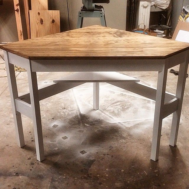 Best 25 corner table ideas on pinterest - Diy small corner desk ...