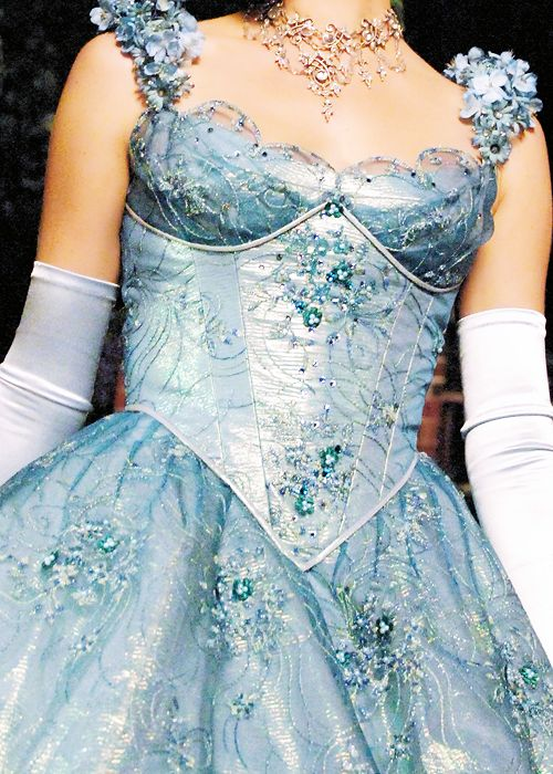 "Once Upon a Fashion - Detailed look at Cinderella's dress from 1x04 ""The Price of Gold"""