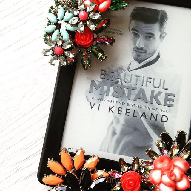 Professor Caine West is immediately drawn to Rachel, even though she chastises him for something he hasn't done, but he backs off when he realises she's his new teaching assistant. Rachel gradually breaks his resolve....until he discovers more about her past 😍🔥🔥🔥 Beautiful Mistake by Vi Keeland #beautifulmistake #vikeeland #vikeelandbooks #romance #romancereads #reading #readingromance #books #bookstagram #bookphotography #bookphoto #booklover #bookaddict #bookish #bookworm #bookishlife…