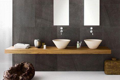 Badmeubel met twee opzet wastafels en inbouwkranen