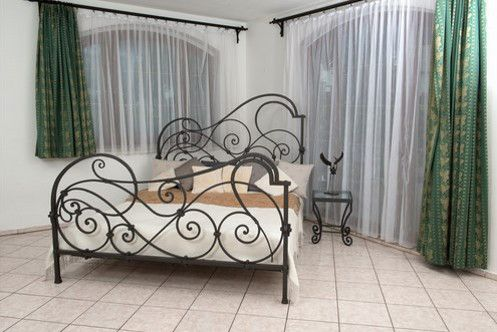 Angela Bed is where Old World design means New World sensibilities. This luxurious wrought iron bed features elaborate scrollwork that will bring to mind the elaborate gates and balconies in cities like Paris, London and Prague, yet the irregularity of the patterning is distinctly modern.