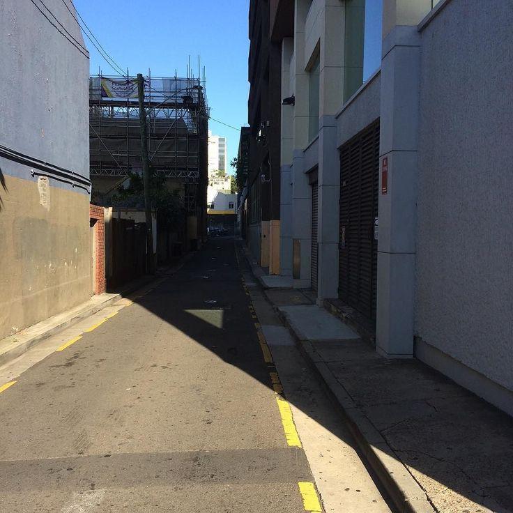 Light and shadow play on lanes in Woolloomooloo Sydney - #lightandshadowplayonlanes #light #shadow #lane #Sydney #Woolloomooloo