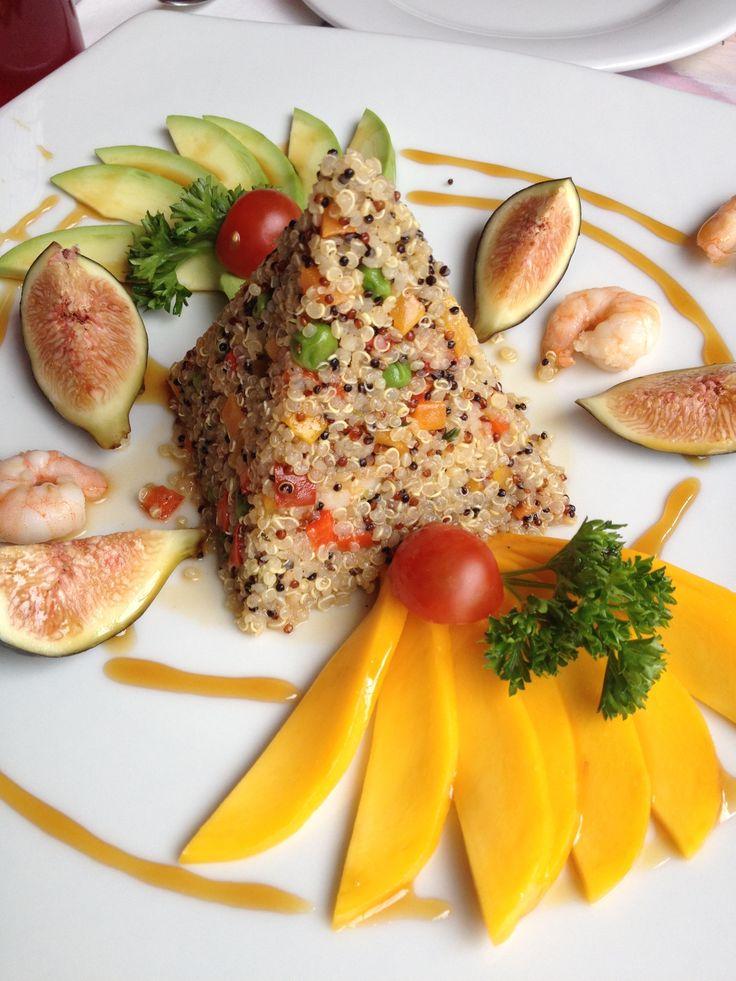 Quinoa Salad with Prawns, Figs, Mango & Avocado - fresh, tasty & delicious!