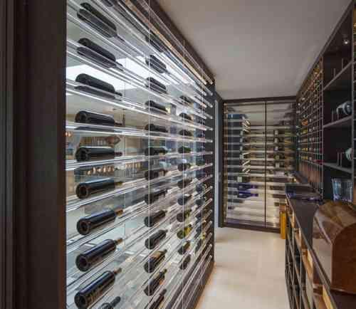 aménager sa cave à vin : étagères pour bouteilles