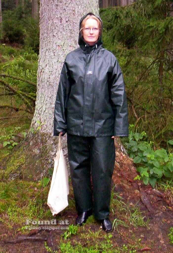 helly-hansen-vintage-outdoor-apparel.jpg (700×1024)