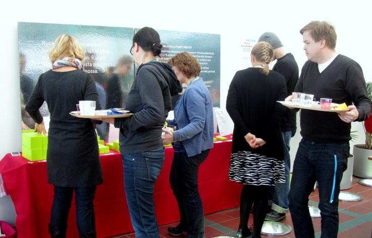 Ilmastoinfon ruoka-aineiden hiilipäästöistä kertova  on mininäyttely Ison Pajan ravintolassa Pallo Kuumenee -seminaariin 22.3.2013 saakka.