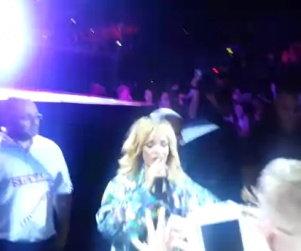 Rihanna Hits Fan with Microphone During Concert (Video) http://www.opposingviews.com/i/celebrities/rihanna-hits-fan-microphone-during-concert-video