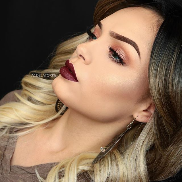 Super fun collab with my sweet girl @yurigmakeup ! Fall inspired tut where ya at? Check out her look on her page later tonight! •• Brows: #dipbrow medium brown. •• Eyeshadow: Glisten , stone , morocco! #abhshadows •• Lashes: #shophudabeauty mink Bridget. •• Mascara / liner: #makeupforever excessive lash. #makeupgeekcosmetics spectrum Nude. •• Lips: @ofracosmetics Honolulu from previous @boxycharm 💋COUPON CODE: A1DeLaTorre !! •• •• •• •• •• •• •• Tags: #universodamaquiagem_oficial…