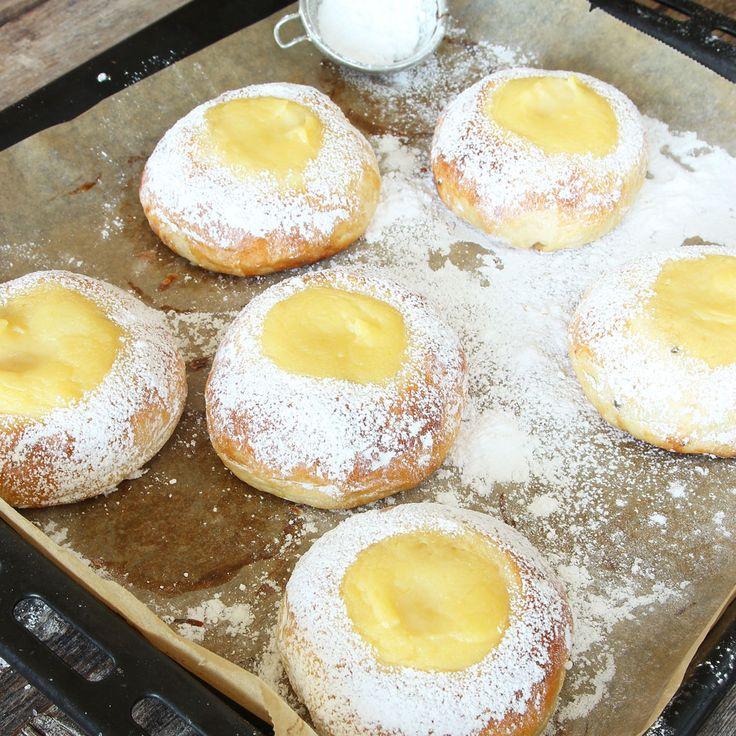 Extra saftiga vetebullar fyllda med krämig, härlig vaniljkräm!