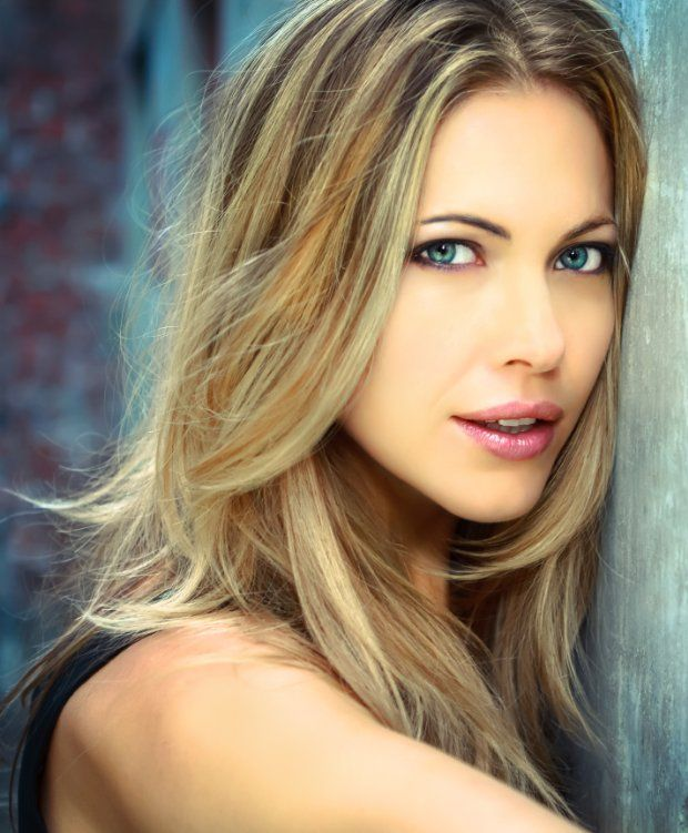 Pascale Hutton is Rosemary.  S1