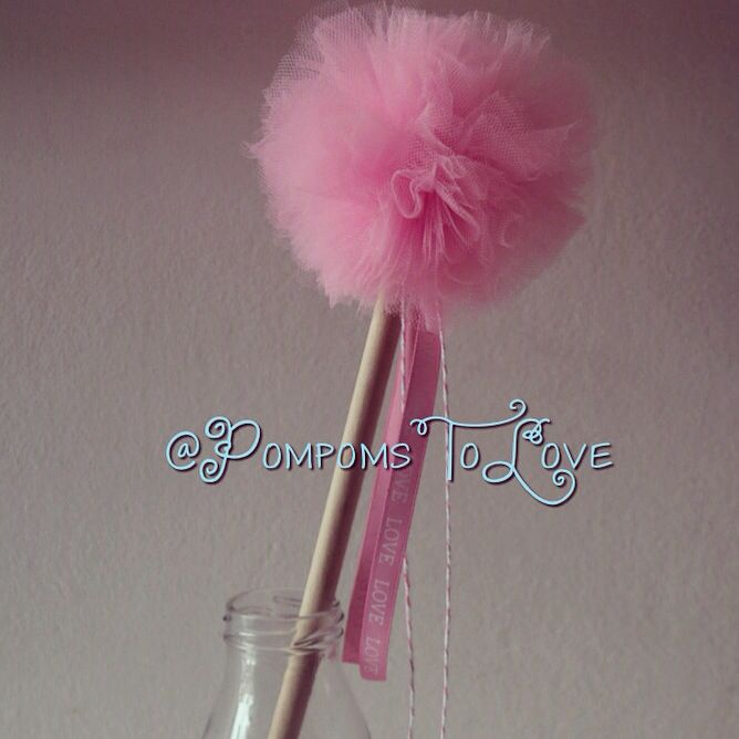 What princess could do without a wand! Pompom wand!